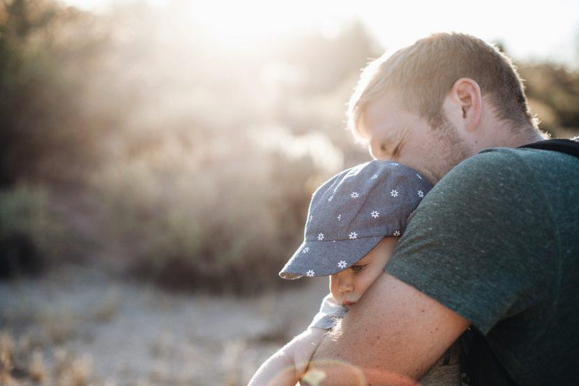 jak przytulić własne dziecko - autyzm